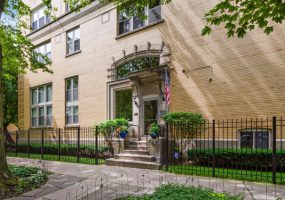 3900 Claremont Avenue, Chicago, Illinois 60618, 3 Bedrooms Bedrooms, 7 Rooms Rooms,2 BathroomsBathrooms,Condo,For Sale,Claremont,10512022