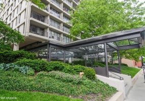 1960 Lincoln Park West Avenue, Chicago, Illinois 60614, 2 Bedrooms Bedrooms, 6 Rooms Rooms,2 BathroomsBathrooms,Condo,For Sale,Lincoln Park West,10573120