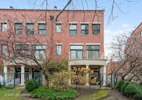 453 Canal Street, Chicago, Illinois 60654, 4 Bedrooms Bedrooms, 11 Rooms Rooms,3 BathroomsBathrooms,Condo,For Sale,Canal,10584460