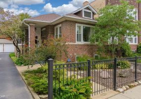 1710 Thorndale Avenue, Chicago, Illinois 60660, 3 Bedrooms Bedrooms, 7 Rooms Rooms,1 BathroomBathrooms,Single Family Home,For Sale,Thorndale,10585993